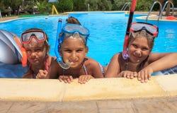 Três meninas na piscina fotografia de stock royalty free