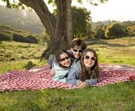 Três miúdos que têm o divertimento foto de stock royalty free