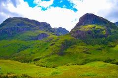 Três montanhas das irmãs nas montanhas, em Escócia uniram o rei imagem de stock