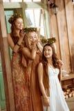 Três mulheres com grinaldas Fotos de Stock Royalty Free