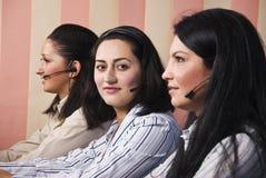 Três mulheres de negócio suportam o operador imagens de stock royalty free