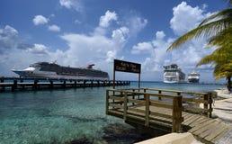 Três navios de cruzeiros em Cozumel, México foto de stock royalty free