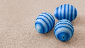 Três ovos da páscoa mão-decorados azuis fotografia de stock royalty free