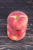 Três pêssegos lisos Fotografia de Stock