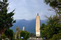 Três pagodes do templo de Chongsheng em Dali, província de Yunnan Imagens de Stock Royalty Free