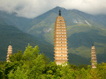Três pagodes em Dali. Província de Yunnan, China. Imagem de Stock