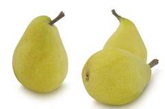Três peras amarelas isoladas no fundo branco Foto de Stock