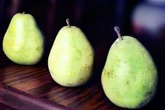Três peras verdes Fotografia de Stock Royalty Free