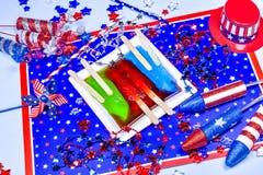 Três picolés de derretimento no fundo patriótico Foto de Stock Royalty Free