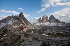 Três picos, montagens Paterno e refúgios Locatelli foto de stock royalty free