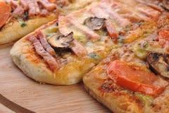 Três pizzas pequenas Fotografia de Stock