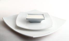 Três placas brancas quadradas com leite Fotos de Stock
