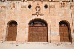 Três portas velhas do convento em Ayllon fotografia de stock