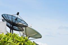Três pratos satélites Fotos de Stock Royalty Free