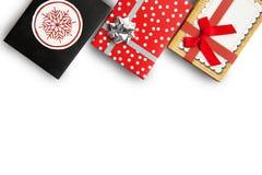Três presentes em umas caixas coloridas em um fundo Fotografia de Stock