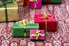 Três presentes que estão para fora Fotografia de Stock Royalty Free