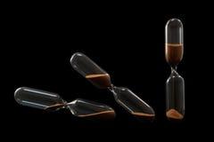 Três pulsos de disparo da areia verticais e inclinado isolado no preto Imagens de Stock Royalty Free