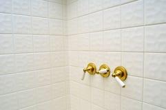 Três punhos dourados da válvula de chuveiro imagens de stock royalty free