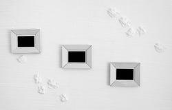 Três quadros de madeira brancos da foto na parede Fotos de Stock