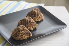 Três queques deliciosos do chocolate Imagens de Stock Royalty Free