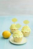 Três queques do limão fotografia de stock