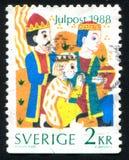Três Reis Magos que oferecem presentes fotos de stock