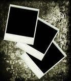 Três retratos do vintage do polaroid na textura de madeira Imagem de Stock Royalty Free