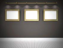 Três retratos na galeria cinzenta Fotos de Stock