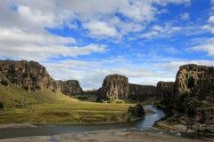 Três rios e gargantas que cruzam-se, Peru andino das montanhas do rio de Apurimac foto de stock royalty free