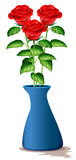 Três rosas vermelhas no vaso azul Imagens de Stock Royalty Free