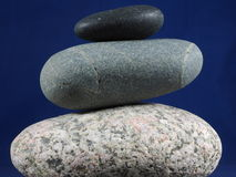 Três seixos equilibrados Fotografia de Stock