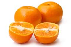 Três tangerinas em um branco Fotografia de Stock Royalty Free