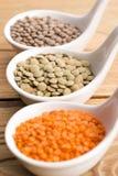 Três tipos da lentilha em umas bacias Fotos de Stock