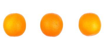 Três tropicais e exóticos, laranjas orgânicas, isoladas em um fundo branco Laranjas saudáveis, frescas e suculentas Laranjas fres Fotografia de Stock