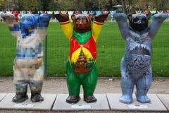 Três ursos do camarada em Paris Fotos de Stock Royalty Free