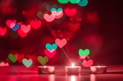 três velas e corações coloridos Foto de Stock