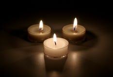 Três velas em um fundo preto Foto de Stock Royalty Free