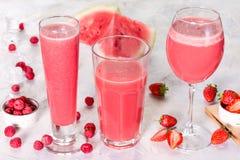 Três vidros com bebidas da melancia e das bagas Imagens de Stock Royalty Free