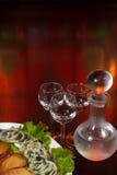 Três vidros da vodca e de um frasco Imagem de Stock