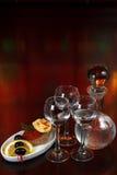 Três vidros da vodca e de um frasco Fotografia de Stock Royalty Free