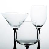 Três vidros vazios para o vinho, o conhaque e o martini foto de stock