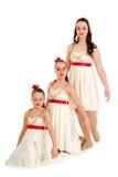 Trío de la danza de tres hermanas en el mismo traje Imágenes de archivo libres de regalías