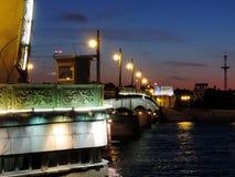 Trójca most przy nocą, St Petersburg zdjęcie stock