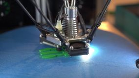 Trójwymiarowa drukarka podczas pracy, 3D druk zbiory