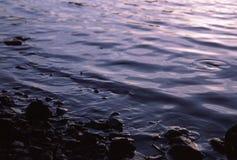 Tröpfchen auf dem See Stockbild