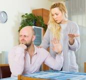 Tröstender deprimierter Mann der liebevollen Frau Lizenzfreies Stockfoto