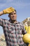 Trött arkitekt At Construction Site royaltyfria bilder