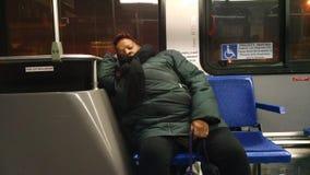 Trött dam på bussen Fotografering för Bildbyråer