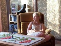 trött kvinna royaltyfri bild