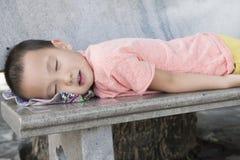 Trött sova för pojke Arkivbild